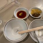 清風楼 - 取り皿、漬物、しゅうまい用醤油