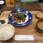菊正宗おみき茶屋 - メニューの中から選んだのは店頭に飾ってあった茄子豚炒め定食です