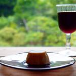 ルヴァンヴェール - 料理写真:ミルクプリンとアイスコーヒー(エルサルバドル)