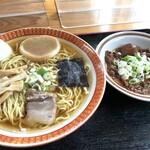 駅前食堂 - 料理写真:ラーメン550円 + モツ煮皿650円