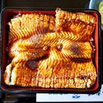 知床食堂 - 見た目は鰻丼ですね。