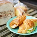 ミルフォード - 料理写真:ベーコンデニッシュ (¥150)、ラスク (¥140)、クロワッサンサンド (¥210)、レーズン食パン (¥300)