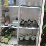 やぶ屋 - 蕎麦つゆは冷蔵庫の中で冷やされている
