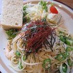 ナチュルカフェ - 温泉卵とオクラの和風パスタ(たぶん)