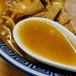 魂の中華そば - 濃い目の醤油が美味しい