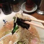 中華そば 高松食堂 - 縮れ麺