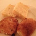 リストランテ イル バンビナッチョ - フォカッチャとレーズンパン