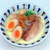 元喜神 - 料理写真:鶏白湯味玉らーめん。白濁した鶏白湯スープが自慢。