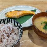 タカオサン ベース キャンプ カフェ バー - 料理写真:焼き魚定食