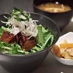 ドンブリオ - 鮪の照り角煮丼