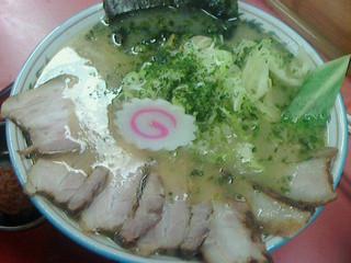 寅真らーめん - 辛味噌半チャーシューメン830円