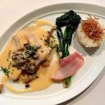 ブラッスリー ポール・ボキューズ ミュゼ - 鶏胸肉、いろいろなキノコのソースのシュプレーム