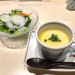 たつみ寿司 - サラダと茶碗蒸し