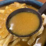 いづみや - まるでお手本のような、そば屋さんのカレーうどんスープの味。適度にスパイシー!