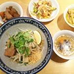 ティーヌン - タイのまぜそばと、ビュッフェのお料理