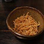 15651744 - お通しにお茶と出される蕎麦唐揚げ。