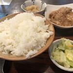 味安 - ご飯と小鉢とお新香