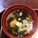 レストラン 鈴乃江 - お味噌汁も手は抜いてない!スプーンしか付いてなかったけど(o^^o)。