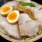 156532580 - 煮卵入りチャーシューもも肉そば