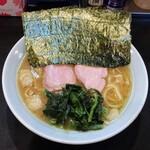横浜ラーメン 一心 - ラーメン700円麺硬め。海苔増し100円。