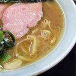 横浜ラーメン 一心 - コクのある力強いスープ。