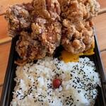 キッチン バスストップ - 料理写真:小型バス@810円   見掛け倒しじゃなくてキチンと美味しいから好き!衣がサクサクなのはもちろん、肉に味が染みすぎてないところが好き!スパイスや塩をチョイとつけて味変させるのが好き!