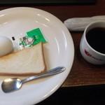 15656277 - 朝は、パンとゆで卵が無料。フリードリンク。