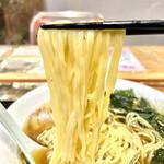 鈴ひろ庵 - 麺は中太平タイプの中華めん。ツルツルしていて食べやすいです。わりと量も多め。
