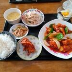 台湾料理 全家福 - 料理写真:週替わりランチ・酢豚