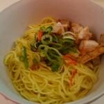 塩ラーメン スター&プラチナ - 和え玉¥150 エビ油味(思いっ切りエビ味)