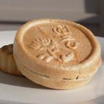 栄泉堂 - 料理写真:バター最中