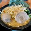 横浜家系ラーメン 鶴乃家 - 料理写真:豚骨醤油ラーメン白髪ネギ味玉トッピング