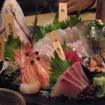 銀波 - 最近はお魚にこうやって名札つけてるところが多いですよね、特にこういう宴会系の店