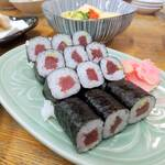 百味 - 料理写真:鉄火巻¥880