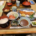 お食事処 帆竿 - 料理写真:とんかつ定食(1100円)