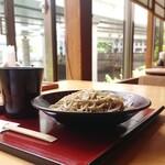 御清水庵 清恵 - 店内奥テーブル席からは日本橋川が望む眺望◎おろしそば ¥850