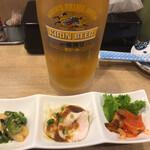 ももどり駅前食堂 - 生ビール(大) 1078円(税込) とお通し