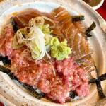 北浜 うおじ - 本マグロネギトロと漬けキハダマグロ合盛り丼
