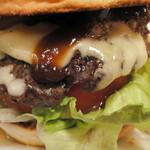 ザ・ビートダイナー - 【再訪2012年11月】トロけるチーズとお肉&野菜の三位一体というか、混然となっとります。
