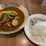 カフェレストラン きたら - 料理写真:ちょっと高いけど美味い ほろほろ煮込み骨付き鶏のスープカレー 1300円