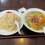 福都 - 料理写真:台湾塩ラーメン+炒飯セット ¥750-