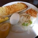 カフェ ド カトルセゾン - モーニング(アーモンドトースト)