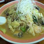浜ちゃんぽん - 「カキちゃんぽん」(950円)。既にいつもとスープの色が違っています。