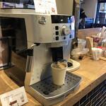 アルペンジロー - 本格的なホットコーヒー、飲み放題
