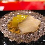 にくの匠 三芳 - アワビと翡翠ナス。ハラミと昆布で取った旨味のたれで。