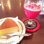 15672630 - ざくろジュース&バターケーキ