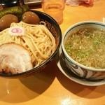 麺屋 猪貴 - 醤油つけ麺、煮卵
