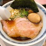 らーめん 稲荷屋 - 醤油ラーメン(細麺)と味玉