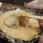 平太周 味庵 - 麺は縮れの少ない中細麺
