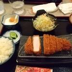 とんかつ串かつ春日 - ロースカツ定食